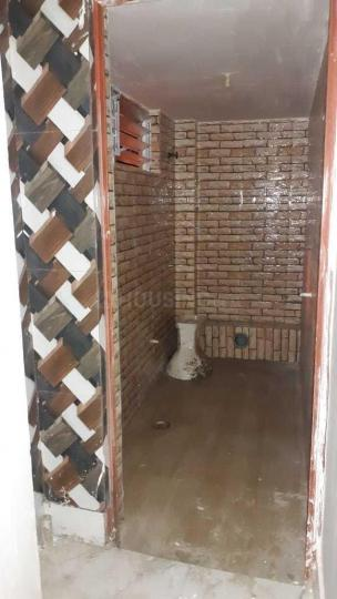 Common Bathroom Image of 550 Sq.ft 2 BHK Independent House for rent in Sodepur for 7200
