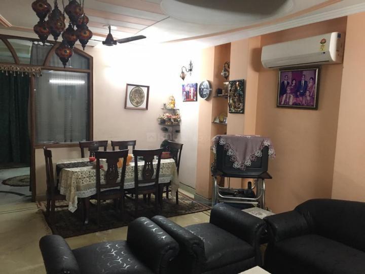 लक्ष्मी नगर में साई कृपा के लिविंग रूम की तस्वीर