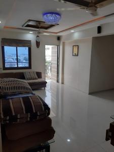 Gallery Cover Image of 1200 Sq.ft 2 BHK Apartment for rent in Satyamev Samarpan Avenue, Ghatlodiya for 18000