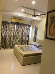 Gallery Cover Image of 1250 Sq.ft 3 BHK Apartment for rent in Narkeldanga for 30000