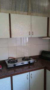 Gallery Cover Image of 600 Sq.ft 1 BHK Apartment for rent in Cumballa Hill for 72000
