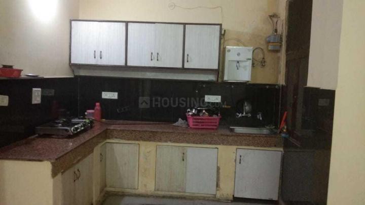 नीति खंड में गर्ल्स पीजी के किचन की तस्वीर