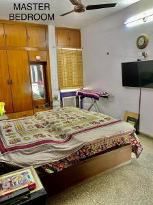 Gallery Cover Image of 1335 Sq.ft 2 BHK Apartment for buy in Varun Enclave, Sector 28 for 9000000
