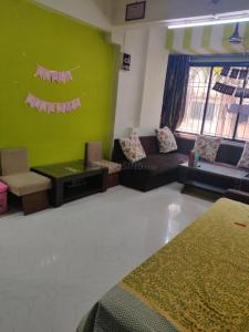 Gallery Cover Image of 1350 Sq.ft 3 BHK Apartment for rent in Tarang, Khar West for 110000