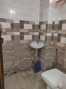 Bathroom Image of Abhinav Associates PG in Kalkaji