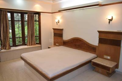 Gallery Cover Image of 700 Sq.ft 2 BHK Apartment for rent in Victoria Apartments , Bandra West for 90000