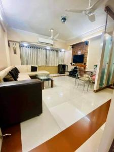Gallery Cover Image of 890 Sq.ft 2 BHK Apartment for buy in Vashi for 12800000