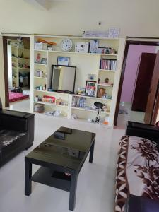 Gallery Cover Image of 950 Sq.ft 2 BHK Independent House for rent in Puppalaguda for 13000