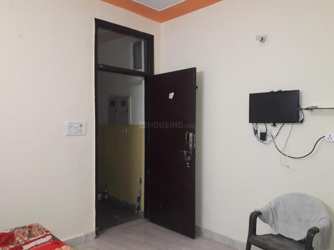 Bedroom Image of 250 Sq.ft 1 RK Apartment for rent in DLF Phase 3 for 9500