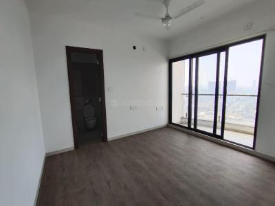 Gallery Cover Image of 1325 Sq.ft 2 BHK Apartment for rent in Sunteck City Avenue 1, Goregaon West for 45000
