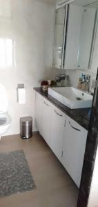 Gallery Cover Image of 1032 Sq.ft 3 BHK Apartment for rent in Vikhroli East for 75000