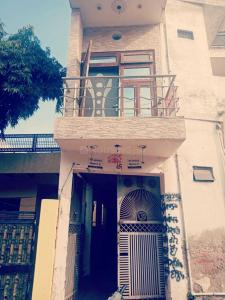 Gallery Cover Image of 1250 Sq.ft 7 BHK Villa for buy in Dayal Bagh for 4150000
