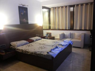 Gallery Cover Image of 2700 Sq.ft 3 BHK Independent Floor for rent in Panchsheel Park for 125000