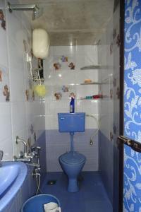 Bathroom Image of PG 7283474 Mulund West in Mulund West