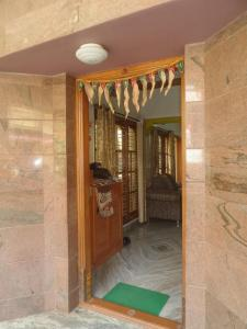 Gallery Cover Image of 2002 Sq.ft 4 BHK Independent Floor for rent in Basaveshwara Nagar for 25500