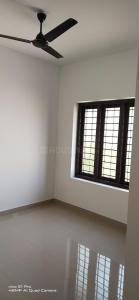 Gallery Cover Image of 950 Sq.ft 2 BHK Apartment for rent in Shree Apartments, Maradu for 12500
