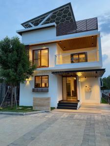 Gallery Cover Image of 2465 Sq.ft 4 BHK Villa for buy in 42 Markone, Bommasandra for 16000000