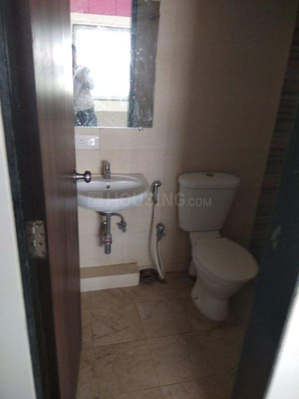Bathroom Image of 4000 Sq.ft 1 BHK Apartment for rent in Kandivali East for 17000