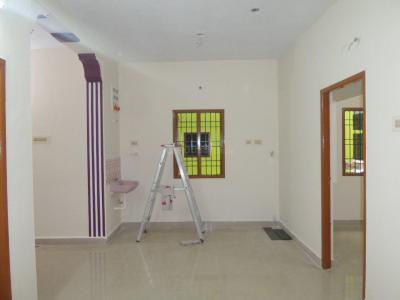 Gallery Cover Image of 850 Sq.ft 2 BHK Apartment for rent in Choolaimedu for 16000