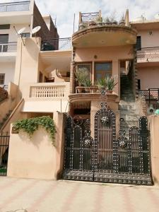 Gallery Cover Image of 1300 Sq.ft 6 BHK Independent House for buy in Industrial Area Phase II for 5000000