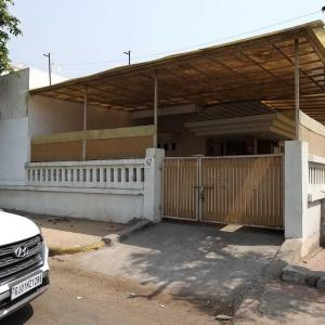 Gallery Cover Image of 2700 Sq.ft 4 BHK Villa for buy in Ghatlodiya for 33100000