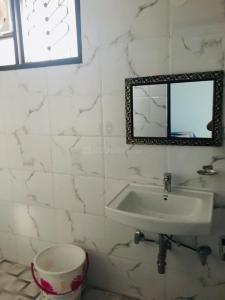 मालवीय नगर में गर्ल्स पीजी में बाथरूम की तस्वीर