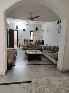 Gallery Cover Image of 1800 Sq.ft 3 BHK Independent Floor for buy in Saket for 22500000