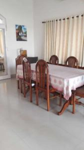 Gallery Cover Image of 1800 Sq.ft 4 BHK Independent House for rent in Salt Lake City for 120000