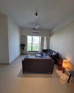 Gallery Cover Image of 1050 Sq.ft 2 BHK Apartment for buy in Dream Tower, Andheri West for 19700000