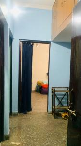 Gallery Cover Image of 650 Sq.ft 1 BHK Apartment for rent in Udyog Vihar LIG Flat, Sector 82 for 11000