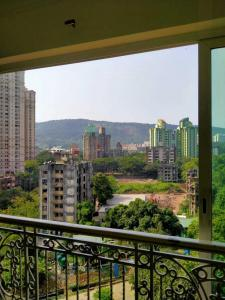 Gallery Cover Image of 999 Sq.ft 2 BHK Apartment for rent in Hiranandani Meadows, Thane West for 31000