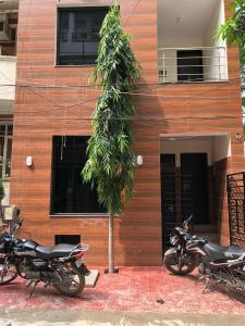 Gallery Cover Image of 600 Sq.ft 10 BHK Independent House for buy in Sushant Lok I for 18500000