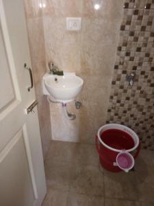 ठाणे वेस्ट में शोएब शेख में कॉमन बाथरूम की तस्वीर