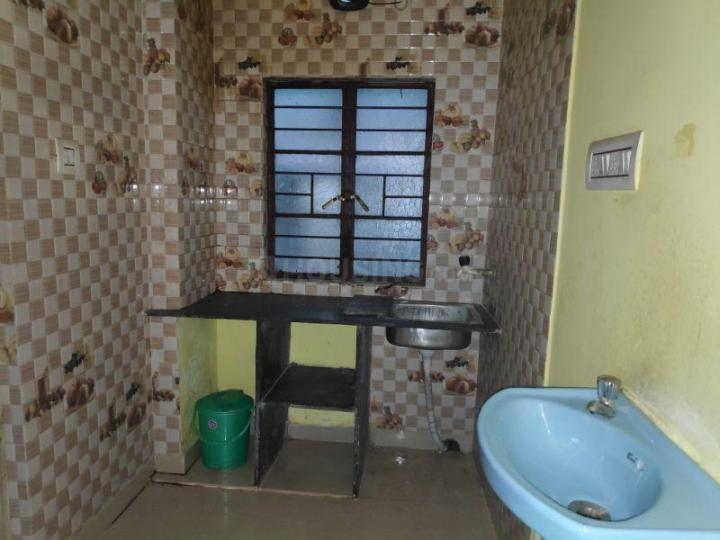 Kitchen Image of 650 Sq.ft 2 BHK Apartment for rent in Beliaghata for 9000