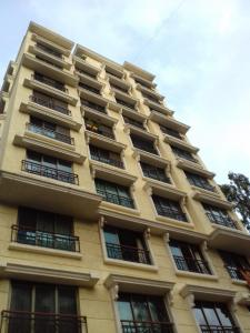 Gallery Cover Image of 1800 Sq.ft 3 BHK Apartment for rent in Vile Parle West for 95000