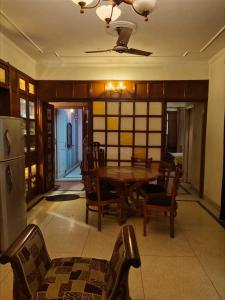 Gallery Cover Image of 504 Sq.ft 1 BHK Apartment for rent in Colaba for 65000
