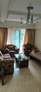 Gallery Cover Image of 1650 Sq.ft 3 BHK Apartment for rent in Khar West for 170000
