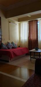 Gallery Cover Image of 750 Sq.ft 1 BHK Apartment for rent in Andheri West for 40000