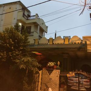 Gallery Cover Image of 4000 Sq.ft 7 BHK Independent House for buy in JP Nagar for 16000000