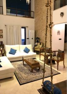 Gallery Cover Image of 5500 Sq.ft 3 BHK Apartment for rent in Domlur Layout for 200000