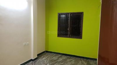 Gallery Cover Image of 700 Sq.ft 2 BHK Apartment for rent in  Hicon Gardens, Thoraipakkam for 9900