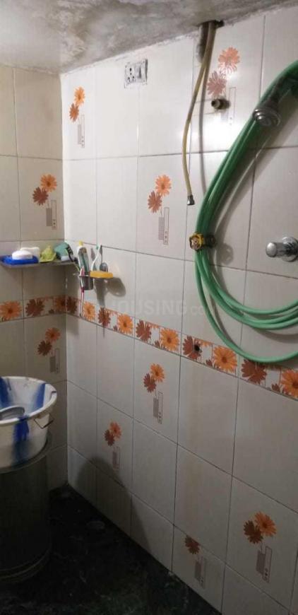 Common Bathroom Image of 520 Sq.ft 1 BHK Apartment for buy in Kopar Khairane for 5000000