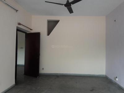 Gallery Cover Image of 1450 Sq.ft 3 BHK Apartment for rent in DDA Flats Sarita Vihar, Sarita Vihar for 28000