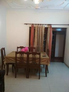 Gallery Cover Image of 1250 Sq.ft 2 BHK Independent Floor for rent in Vikaspuri for 22000