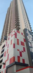 Gallery Cover Image of 1800 Sq.ft 3 BHK Apartment for buy in Romell Aether Wing B1, Goregaon East for 41000000
