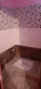 Bathroom Image of 400 Sq.ft 1 RK Independent Floor for rent in Sector 44 for 5000
