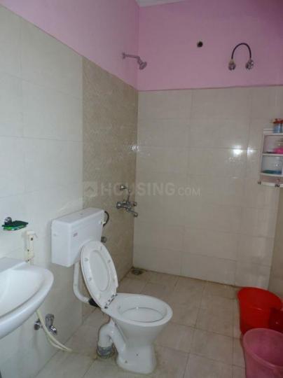 सेक्टर 16ए में मन्नत पीजी के बाथरूम की तस्वीर