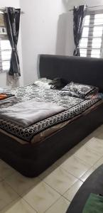 Bedroom Image of 1800 Sq.ft 3 BHK Independent House for buy in Ellisbridge for 25000000