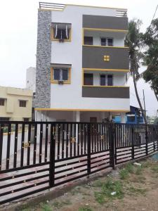 Gallery Cover Image of 984 Sq.ft 2 BHK Apartment for buy in Perungalathur for 3788400