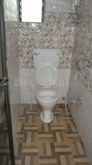 प्रभादेवी में साई मिलन सीएचएस के बाथरूम की तस्वीर